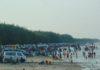 Para pengunjung di Pantai Kute Tuban. (Musyafa')