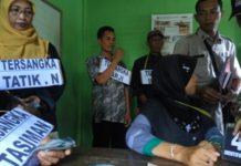 Rekontruksi pelaku korupsi wisata Bektiharjo. (Rohman)