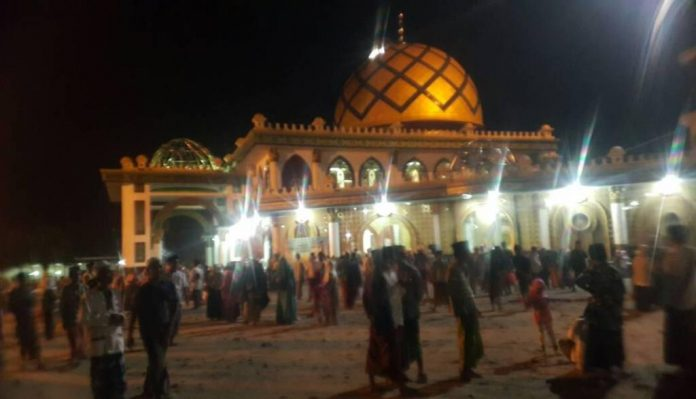 Para Jamaah memadati Masjid Martajasah Bangkalan. (Shohibul Khoir)