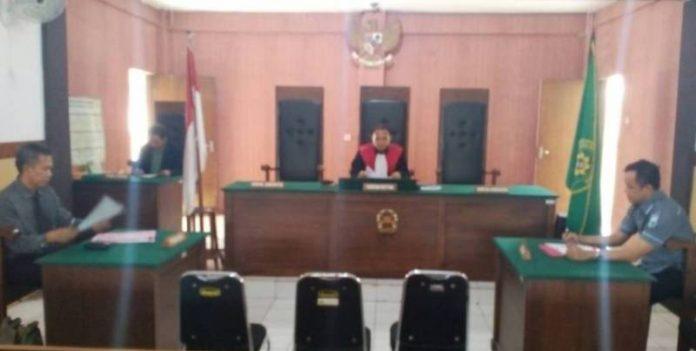 Suasana Praperadilan di PN Tuban dalam kasus dugaan judi sabung ayam. (rohman)