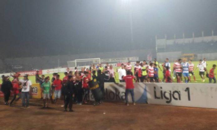 Pesta gol tuan rumah di Stadion Bangkalan. (Shohibul Khoir)