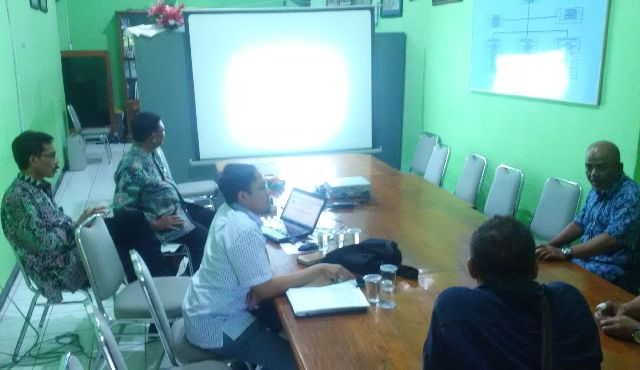 Rapat bersama di dinas lingkungan hidup Tuban. (Musyafa')