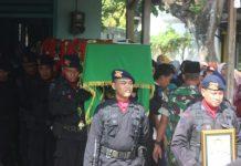 Proses pemakaman Bripla Teguh di Tuban. (Atmo)