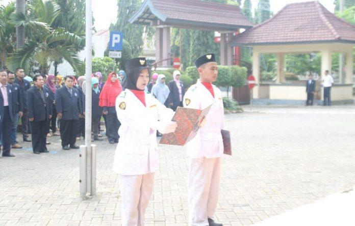 Mahasiswa Tuban ketika upacara memperingati hari sumpah pemuda. (dok,halopantura.com)
