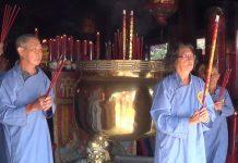 Umat Klenteng ketika melaksanakan ritual. (Rohman)